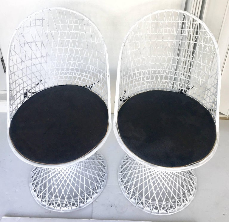 Mid-Century Modern Pair of Spun Fiberglass Slipper Chairs by Russell Woodard In Excellent Condition For Sale In West Palm Beach, FL