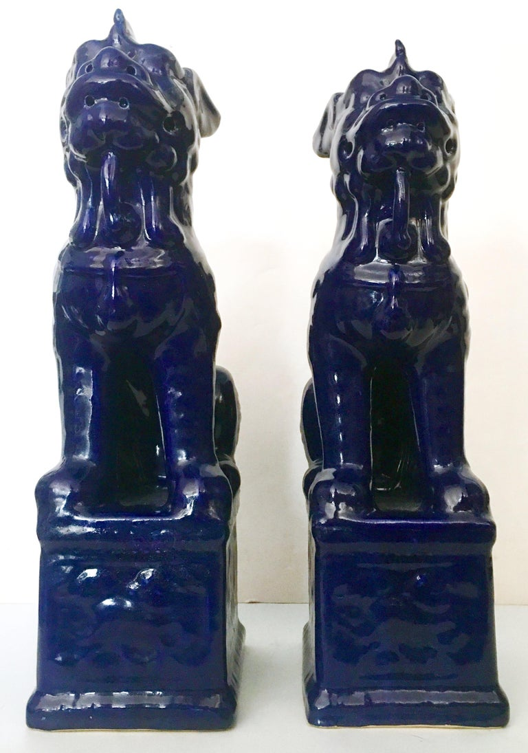 Chinoiserie Contemporary Pair Of Chinese Ceramic Glaze Cobalt Foo Dog Sculptures For Sale