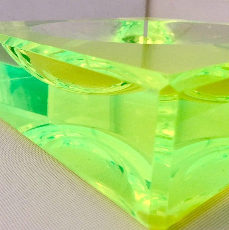 Modern Lucite Optic Square & Round Green Bowl By, Alexendra Von Furstenberg For Sale 4