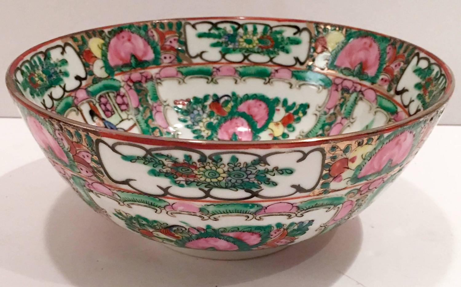 1970s Chinese Famille Rose Medallion Bowl Qianlong Da
