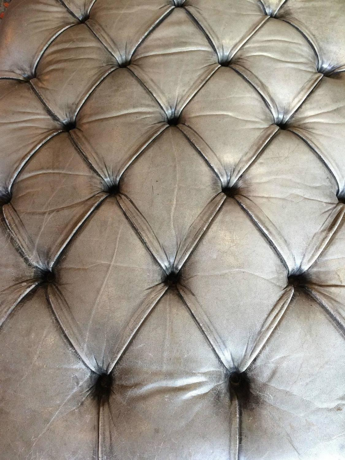 Antique style chesterfield chaise longue leather button for Decor jewelry chesterfield