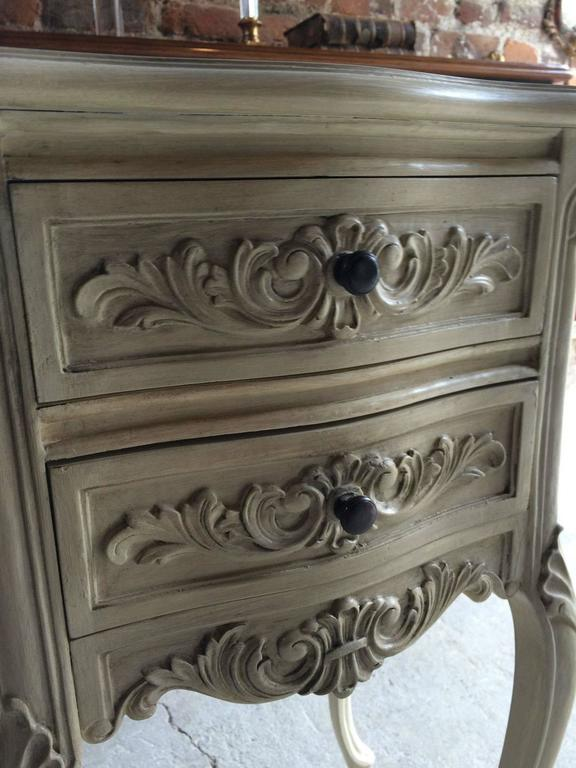 Pair Of Louis Xv Style French Painted Bedside Tables Cabinets Drawers In Excellent Condition For