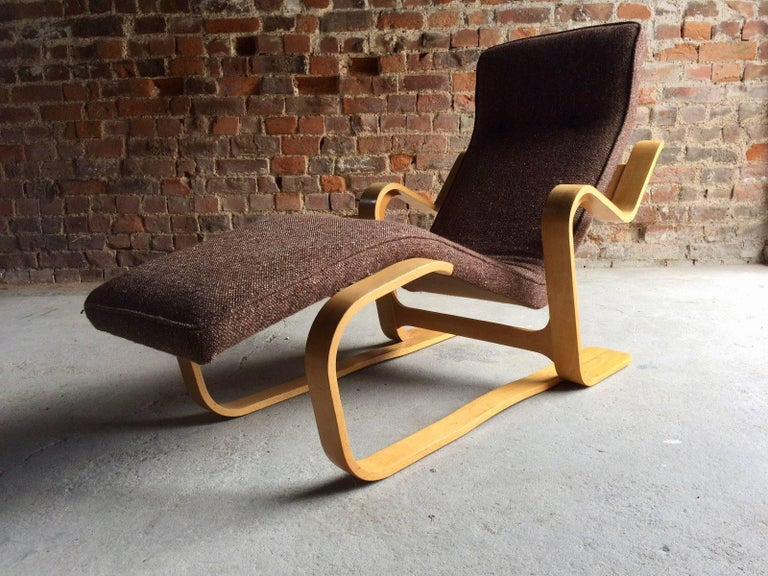 A fabulous Marcel Breuer long chair (1902-1981) as featured in the Victoria and Albert Museum ((V&A) London, Marcel Breuer has been described as one of the most influential designers of the 20th century. He was an architect and furniture designer,