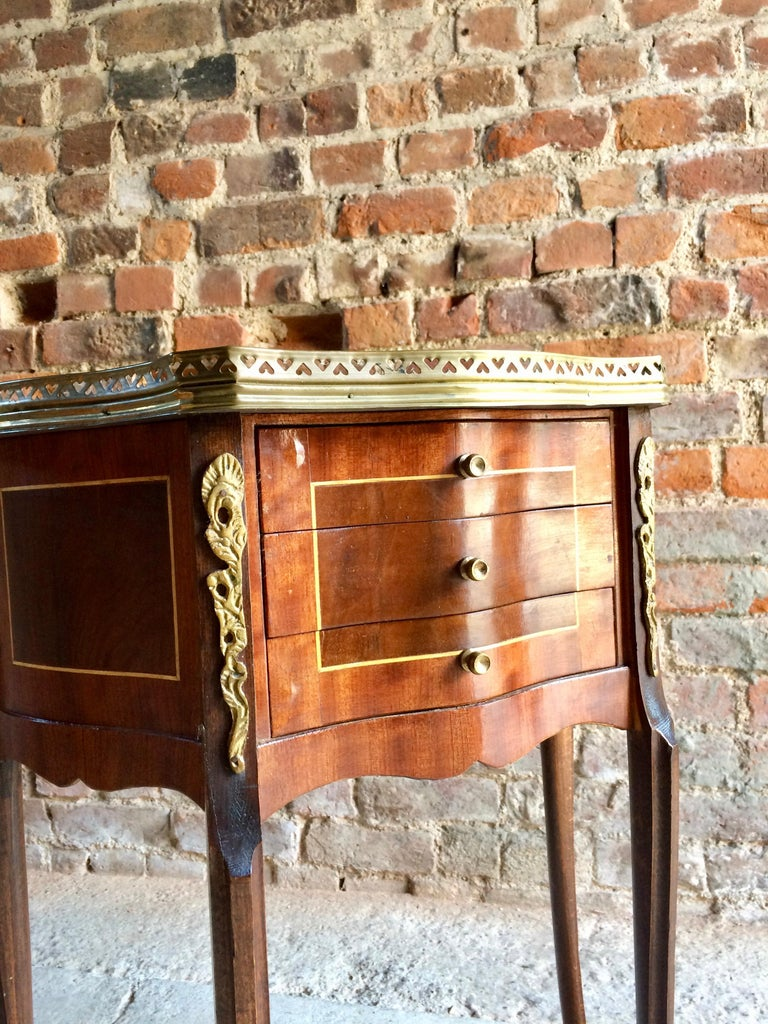 Fabulous French Bedside Tables Nightstands Rosewood and Walnut Louis XV, Pair For Sale 1