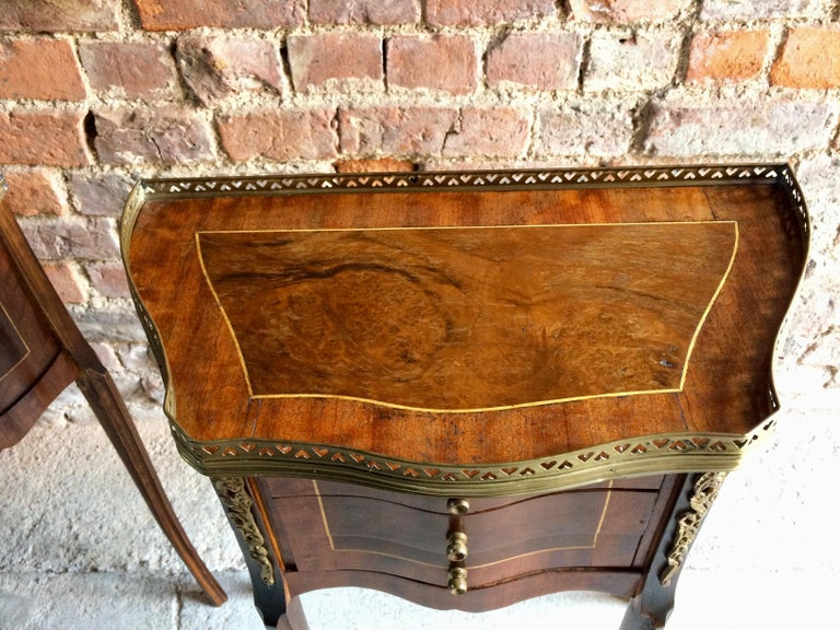 Fabulous French Bedside Tables Nightstands Rosewood and Walnut Louis XV, Pair For Sale 2