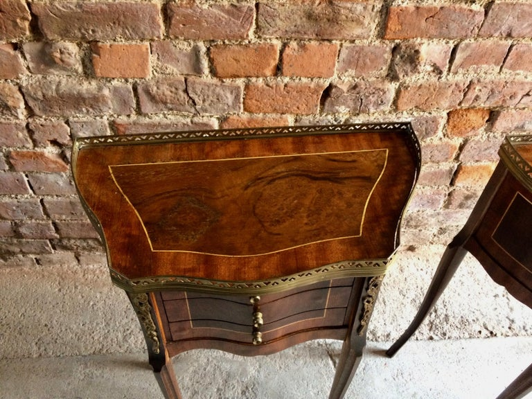 Fabulous French Bedside Tables Nightstands Rosewood and Walnut Louis XV, Pair For Sale 3