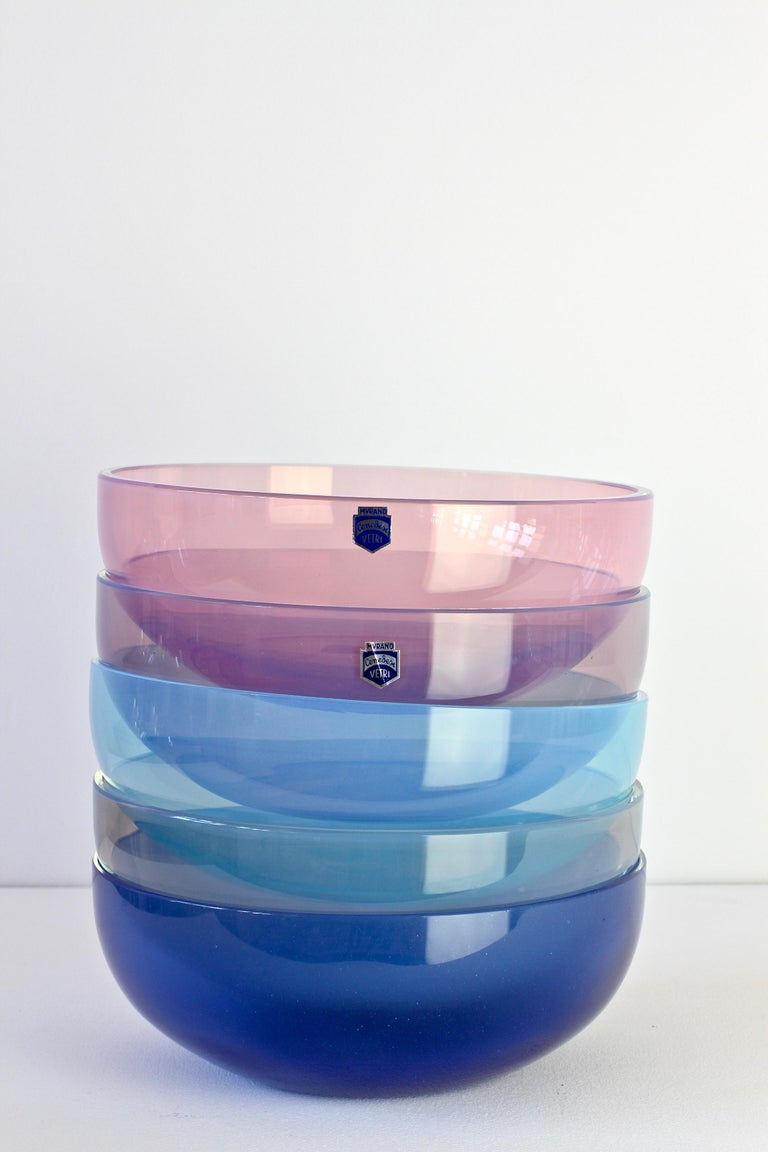 Antonio da Ros for Cenedese Murano Glass Set of Vibrantly Colored Glass Bowls For Sale 2