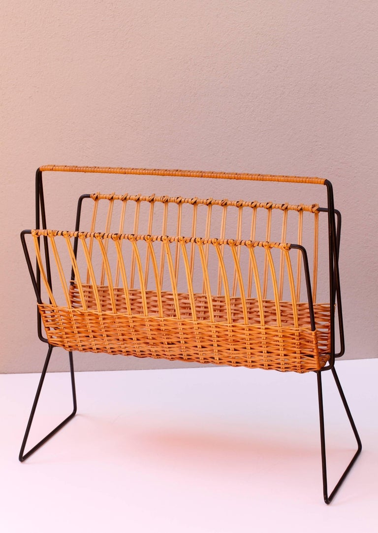 Dutch Mid-Century Modernist Wicker Magazine Rack Stand Attributed to Carl Auböck For Sale