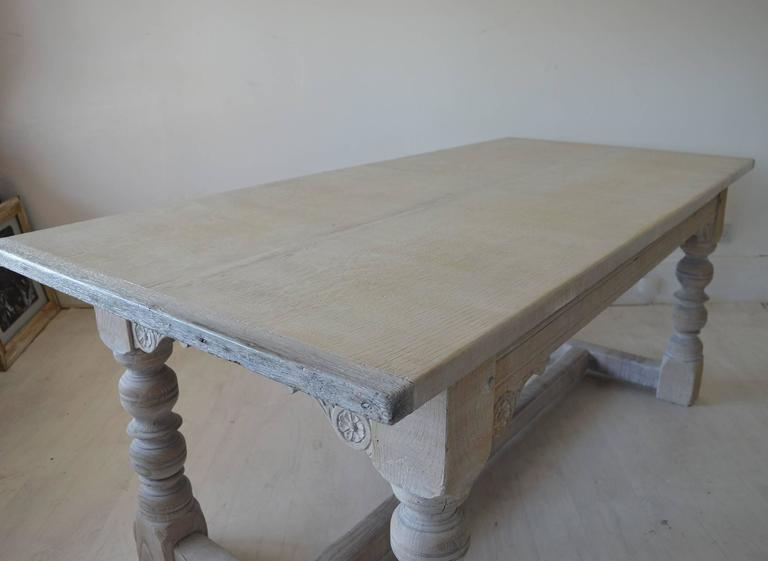 Merveilleux Antique 17th Century Style Limed Oak Dining Table