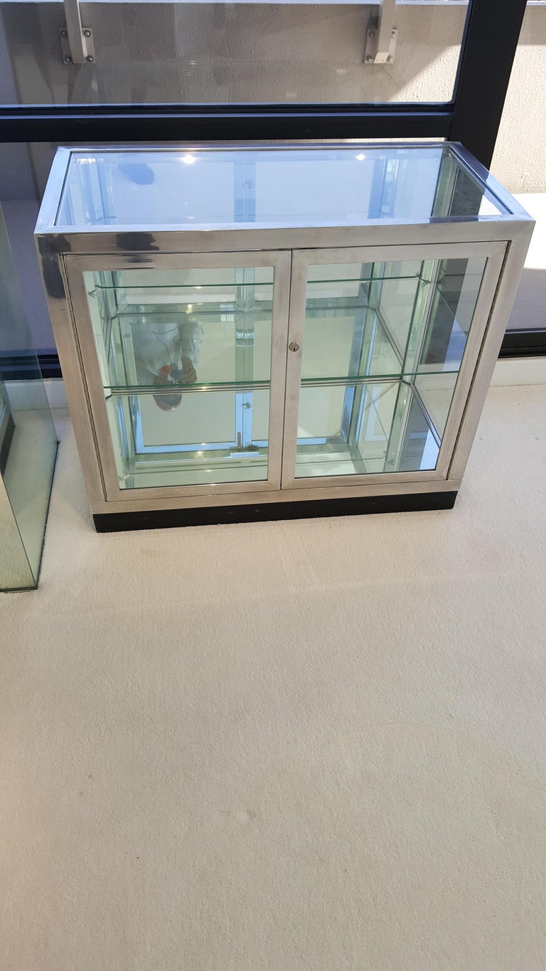 Pair of Pace Collection Low Vitrines or Cabinets In Good Condition For Sale In Houston, TX