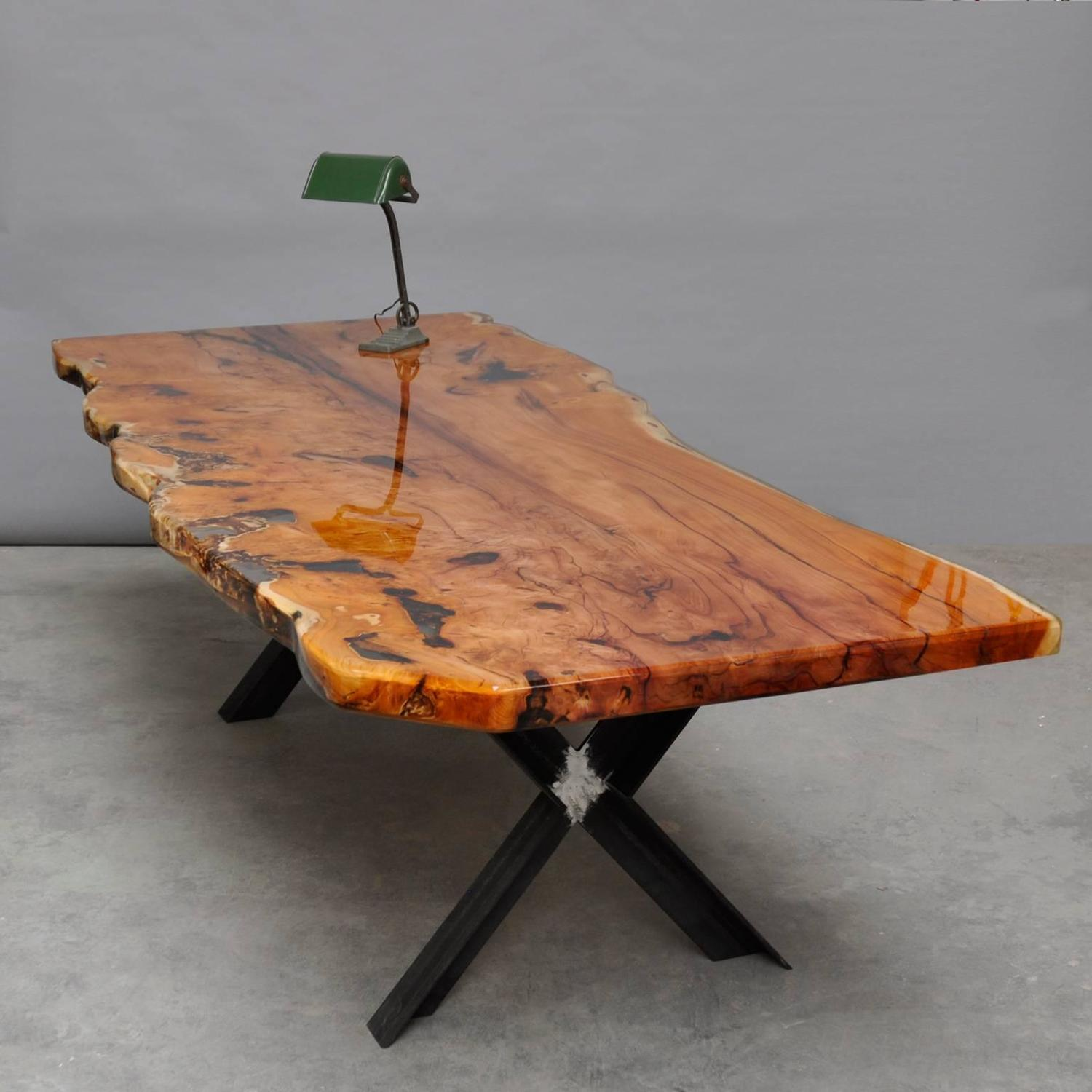 table made out of one single piece of wood from a 1500. Black Bedroom Furniture Sets. Home Design Ideas