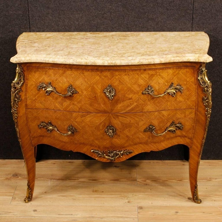 French dresser from the mid-20th century. Furniture richly decorated with bronzes and geometric inlay in rosewood in Louis XV style. Commode with two drawers, of good capacity and service, ideal to be placed in a bedroom or living room. Chest of