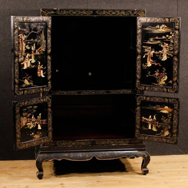 French Chinoiserie Sideboard in Lacquered and Painted Wood from 20th Century For Sale 5