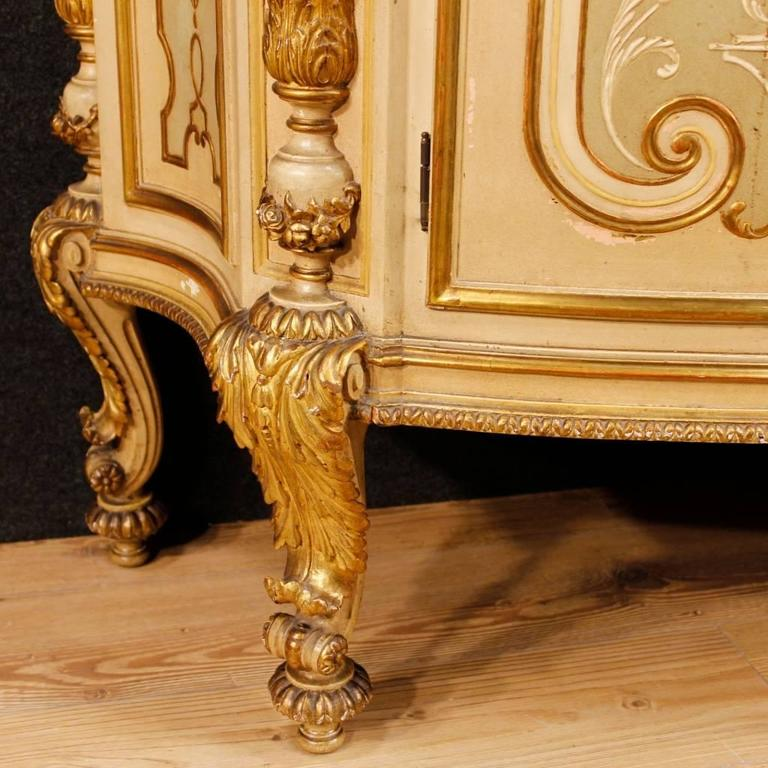 20th Century Italian Sideboard in Lacquered and Giltwood In Good Condition For Sale In Vicoforte, Piedmont