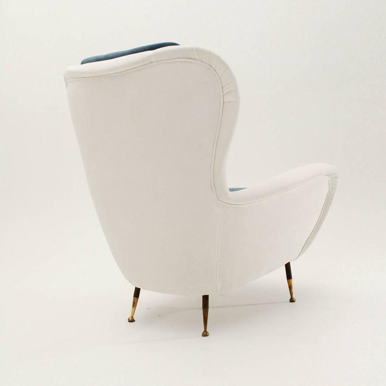 Metal Italian Mid-Century White and Blue Velvet Armchair For Sale