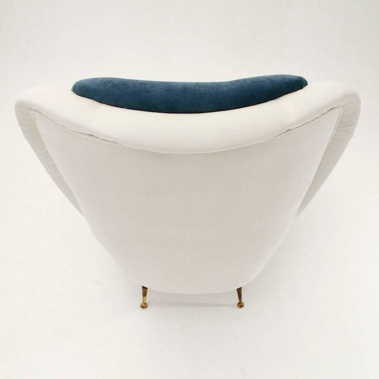 Italian Mid-Century White and Blue Velvet Armchair For Sale 1