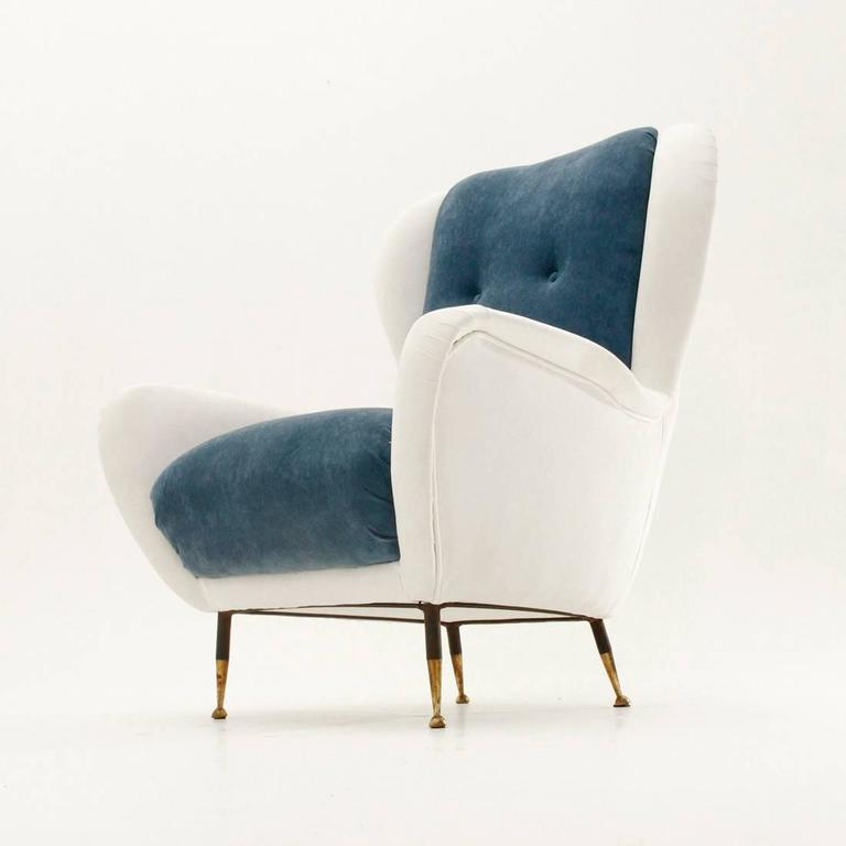 Mid-Century Modern Italian Mid-Century White and Blue Velvet Armchair For Sale