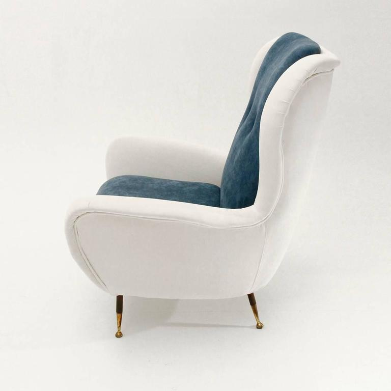 Mid-20th Century Italian Mid-Century White and Blue Velvet Armchair For Sale