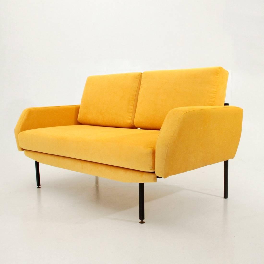 Italian Yellow Velvet Sofa Bed In Excellent Condition For Sale In Savona, IT