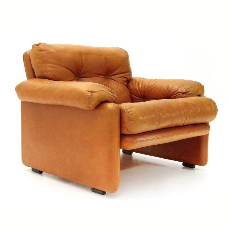Armchair produced by B & B Italia in the 1960s on a project by Tobia Scarpa. Metal structure padded and lined in leather. Backrest, seat and armrests padded and stitched with buttons. Good general conditions, some signs due to normal use over