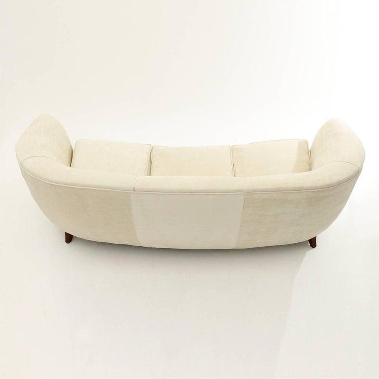 Italian Three-Seat White Velvet Sofa, 1950s For Sale 1