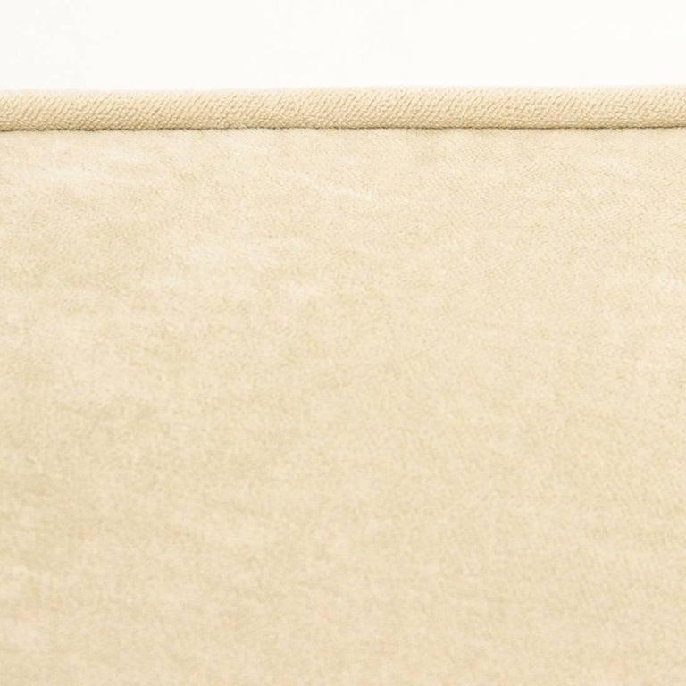 Italian Three-Seat White Velvet Sofa, 1950s For Sale 3