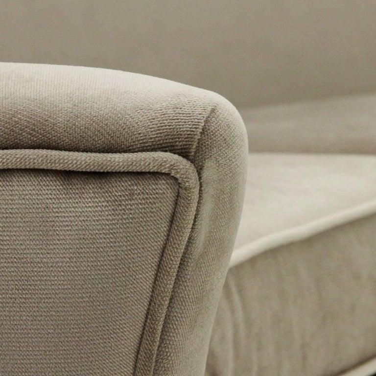 Italian Three-Seat Grey Velvet Sofa, 1950s For Sale 2