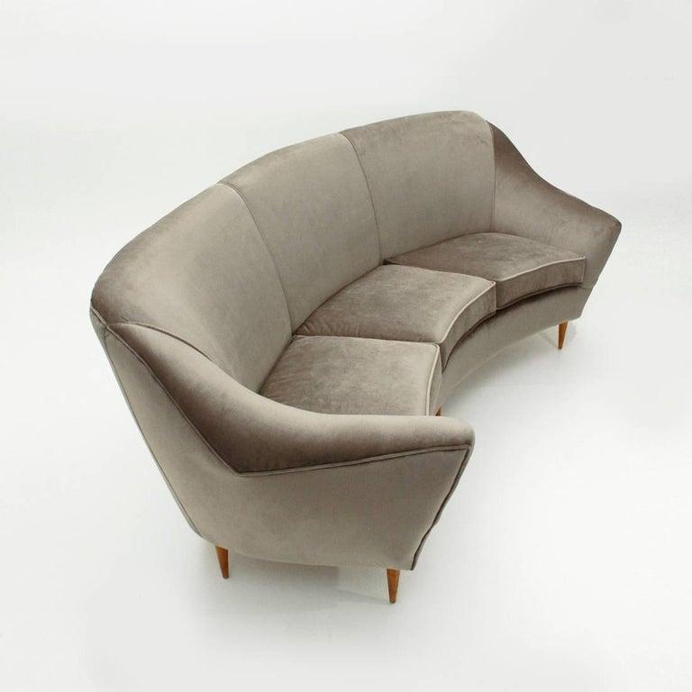 Italian Three-Seat Grey Velvet Sofa, 1950s In Excellent Condition For Sale In Savona, IT