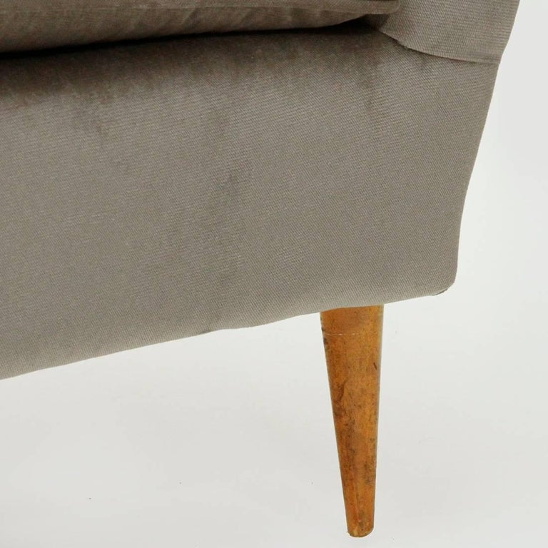 Italian Three-Seat Grey Velvet Sofa, 1950s For Sale 4
