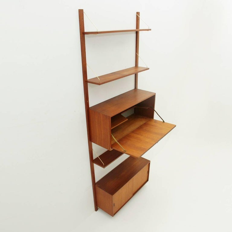 Italian Teak and Brass Wall Unit, 1950s In Good Condition For Sale In Savona, IT