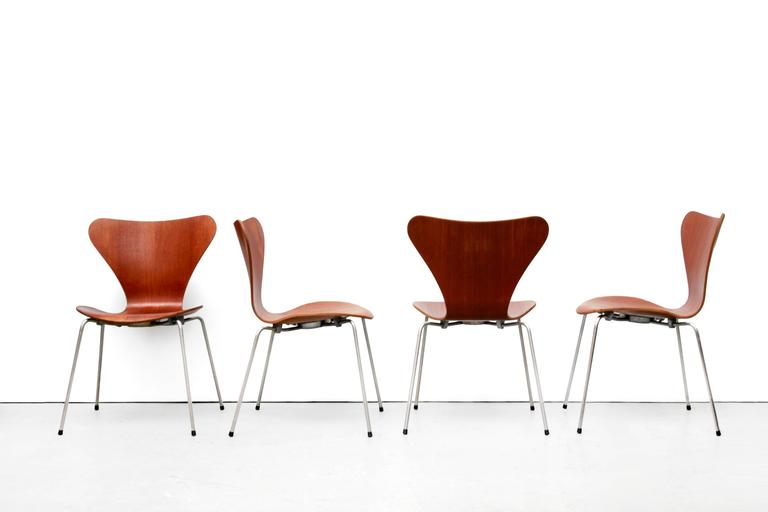 Danish Set of Four Arne Jacobsen Butterfly Plywood Chairs in Teak Model FH3107 2