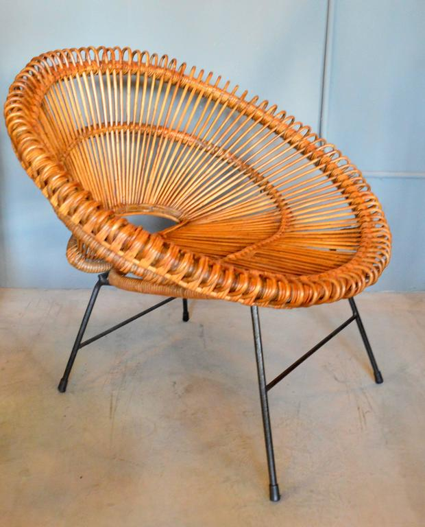 Mid-20th Century Pair of Rattan Scoop Chairs and Side Table in the Style of Franco Albini For Sale