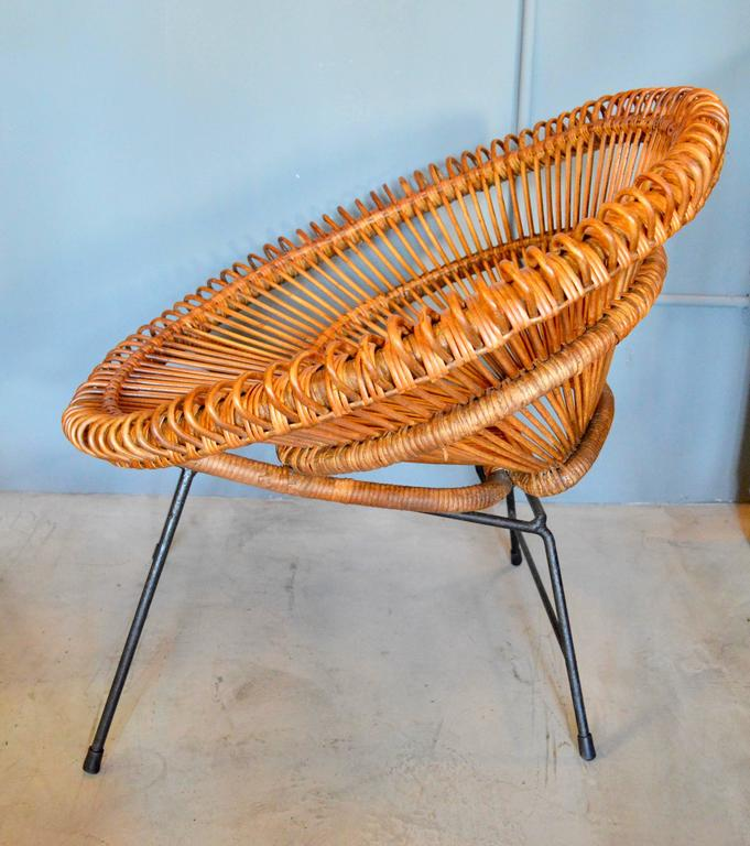 Pair of Rattan Scoop Chairs and Side Table in the Style of Franco Albini For Sale 2