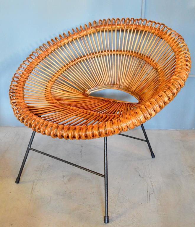 Pair of Rattan Scoop Chairs and Side Table in the Style of Franco Albini For Sale 5