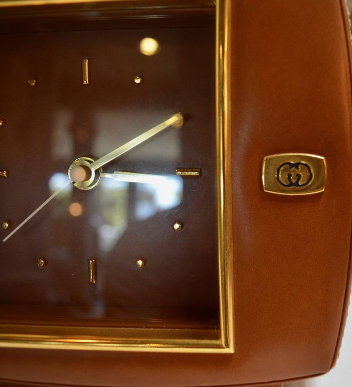 Gucci Leather and Brass Desk Clock In Excellent Condition For Sale In Los Angeles, CA
