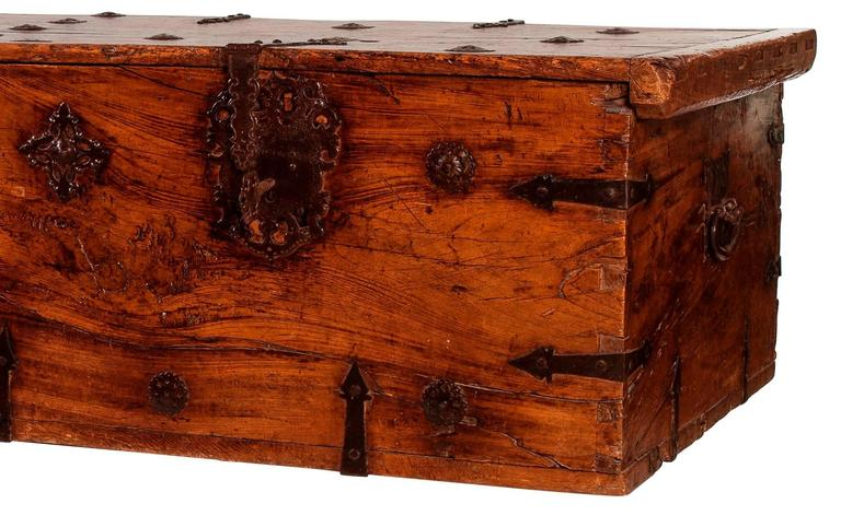 Spanish Colonial 16th Century Mexican Pine Chest For Sale