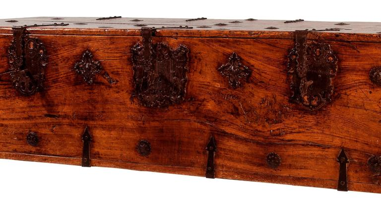 16th Century Mexican Pine Chest In Good Condition For Sale In Scottsdale, AZ