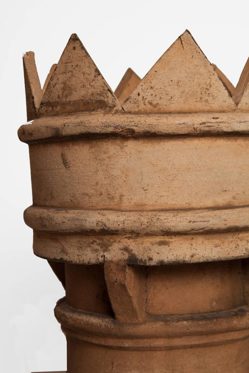 Pair of 19th century English Chimney pots in excellent condition.
