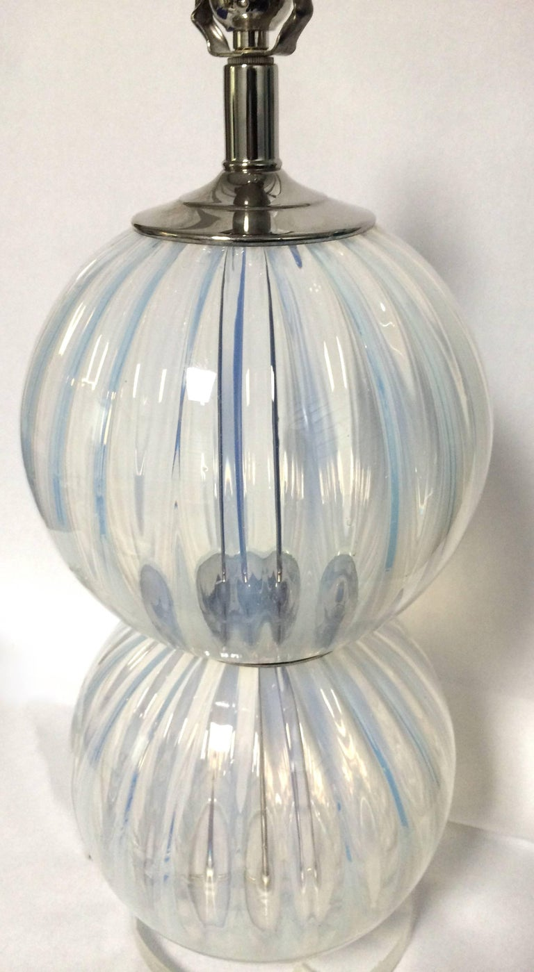 Pair of Midcentury Opalescent Murano Glass Lamps In Good Condition For Sale In Stamford, CT