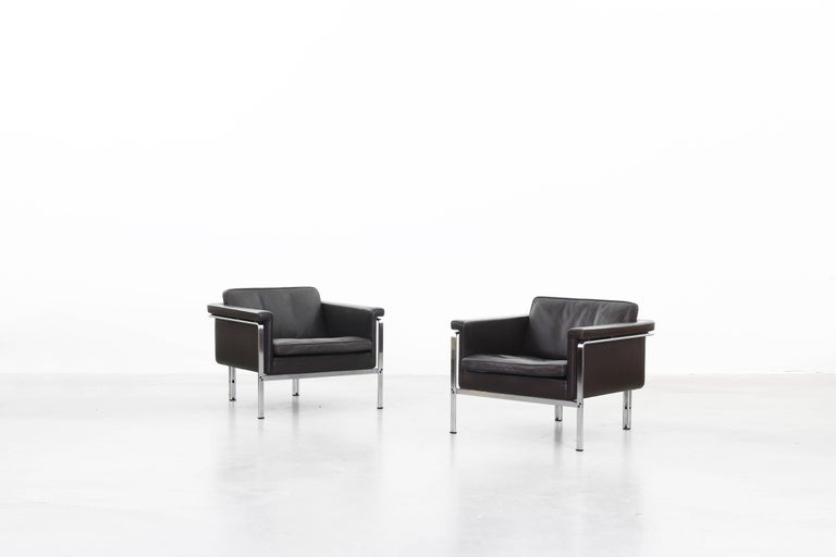 A pair of lounge chairs by Horst Bruning for Alfred Kill International, designed in 1968 in Germany. Both lounge chairs are made of a steel frame and dark brown leather. Very good condition. Very beautifully shaped and made in a high quality.