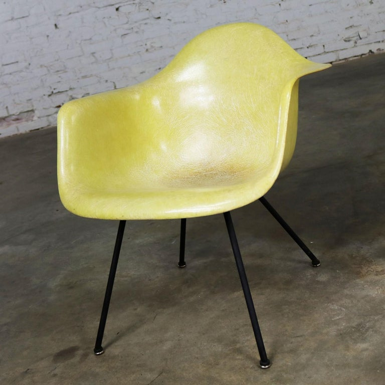 Eames Herman Miller LAX Fiberglass Arm Shell Chair X Base Zenith Rope Edge In Good Condition For Sale In Topeka, KS