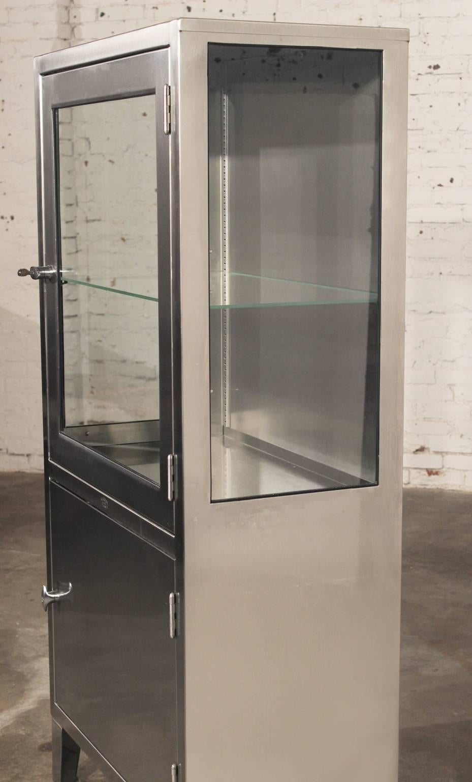 Beau Vintage Stainless Steel Lighted Industrial Or Medical Display Cabinet At  1stdibs