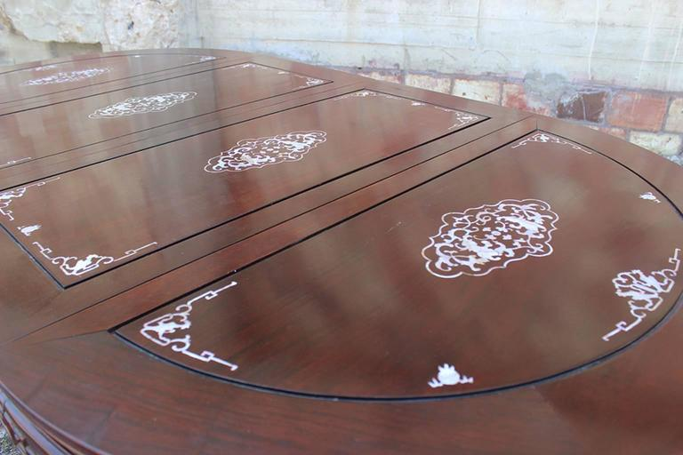 Merveilleux Chinese Export Vintage Chinese Rosewood And Mother Of Pearl Dining Table  For Sale