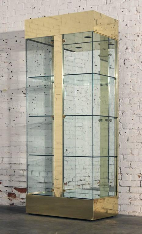 Perfectly awesome vintage modern brass, glass and mirror lighted display cabinet or vitrine, circa 1970s and in wonderful condition.