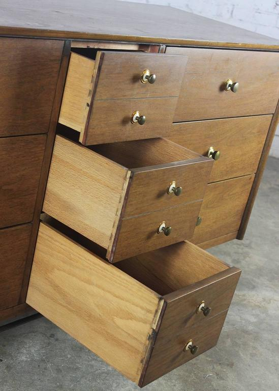 Mid-Century Modern Walnut Low Dresser Chest of Drawers by National Furniture Co. For Sale 3