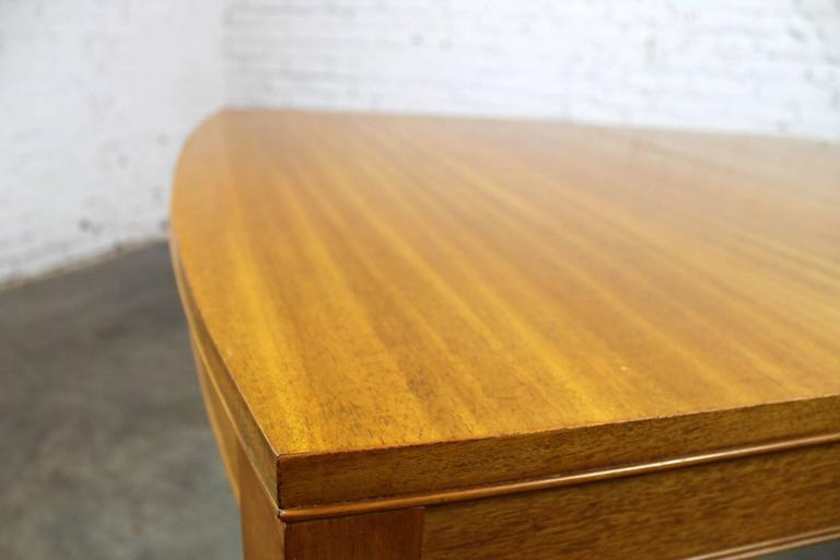 Vintage Mid-Century Modern Mahogany Dining Table In Good Condition For Sale In Topeka, KS