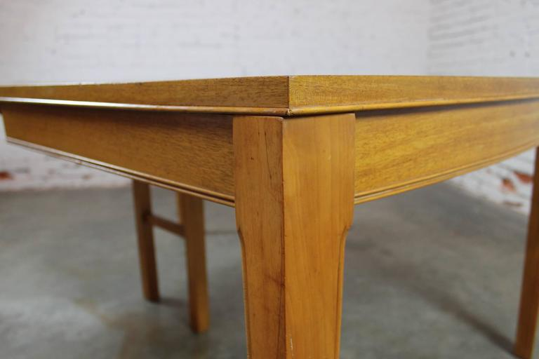 20th Century Vintage Mid-Century Modern Mahogany Dining Table For Sale