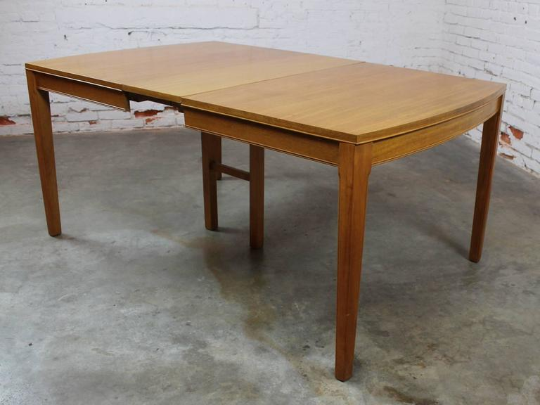 Vintage Mid-Century Modern Mahogany Dining Table For Sale 2