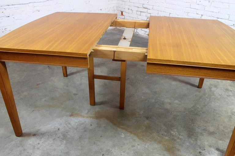 Vintage Mid-Century Modern Mahogany Dining Table For Sale 3