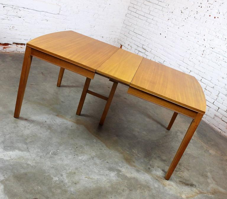 Vintage Mid-Century Modern Mahogany Dining Table For Sale 4
